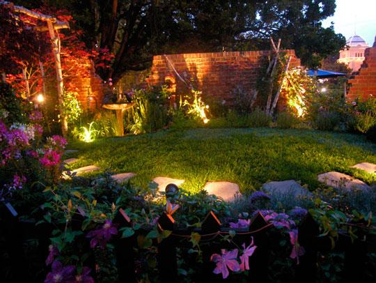 sân vườn về đêm